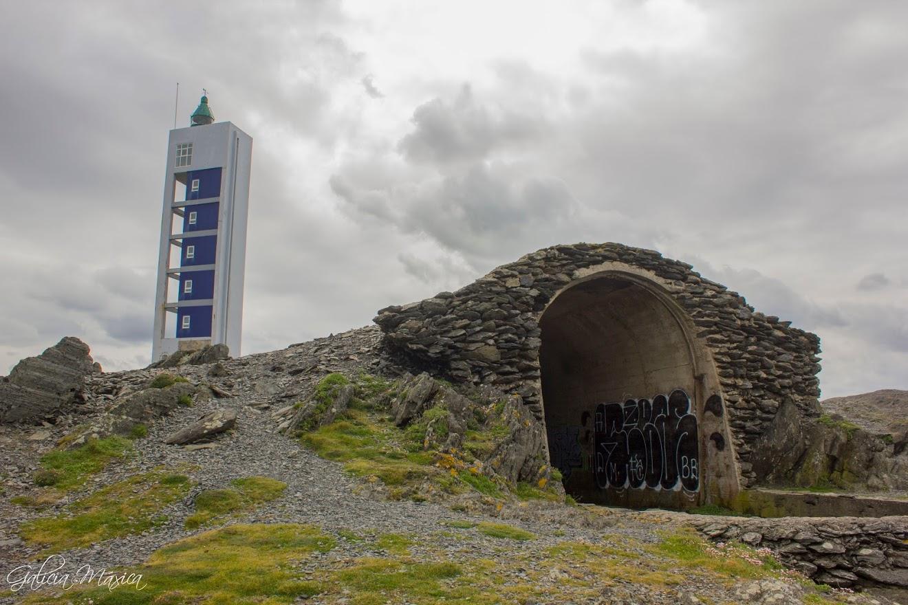 Ruinas y faro