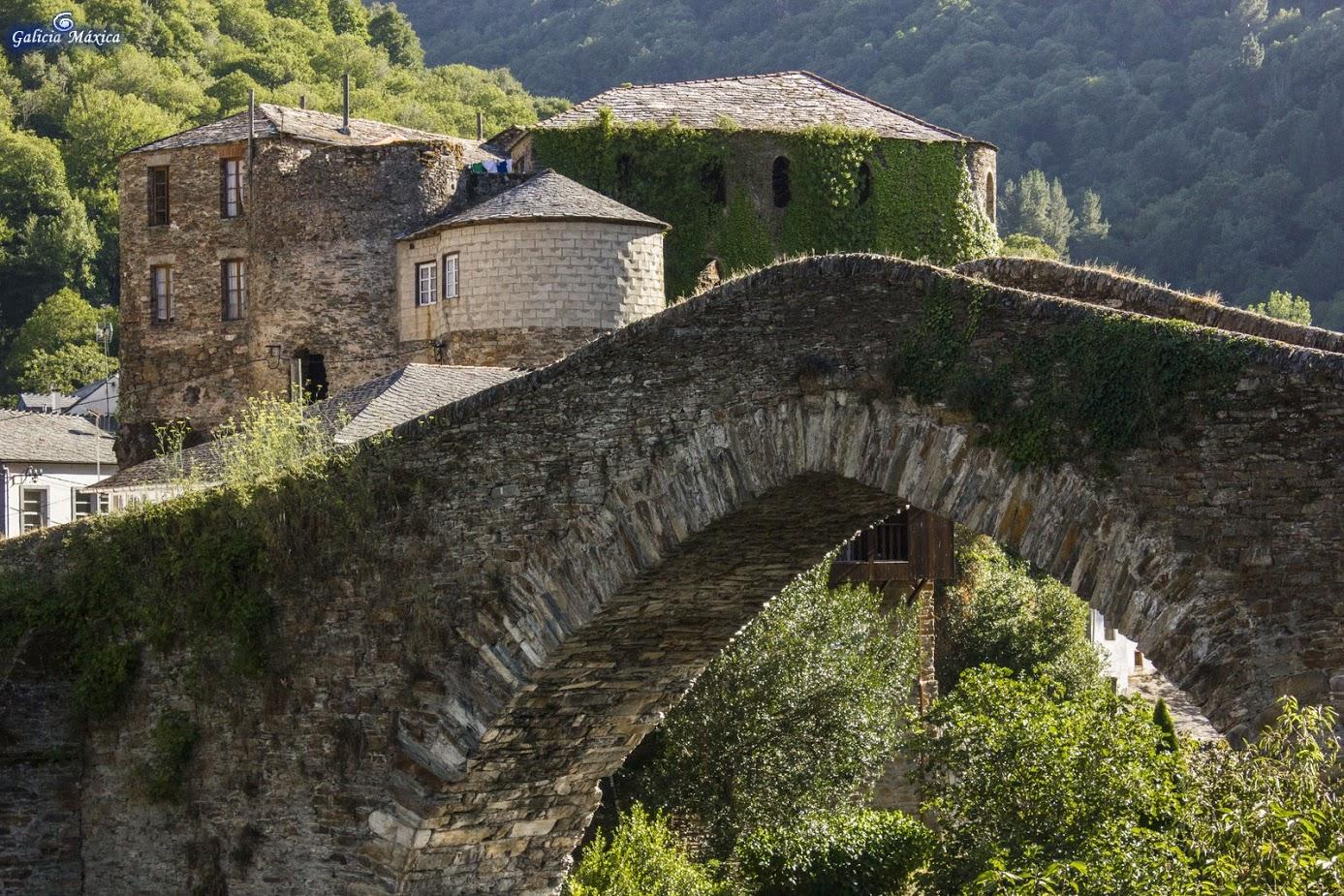 Puente y castillo de Navia de Suarna