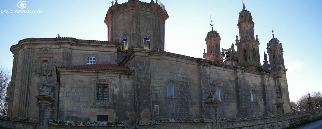 Vista lateral del Santuario de A Virxe dos Milagres