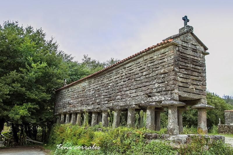 Hórreo de San Adrián de Toba