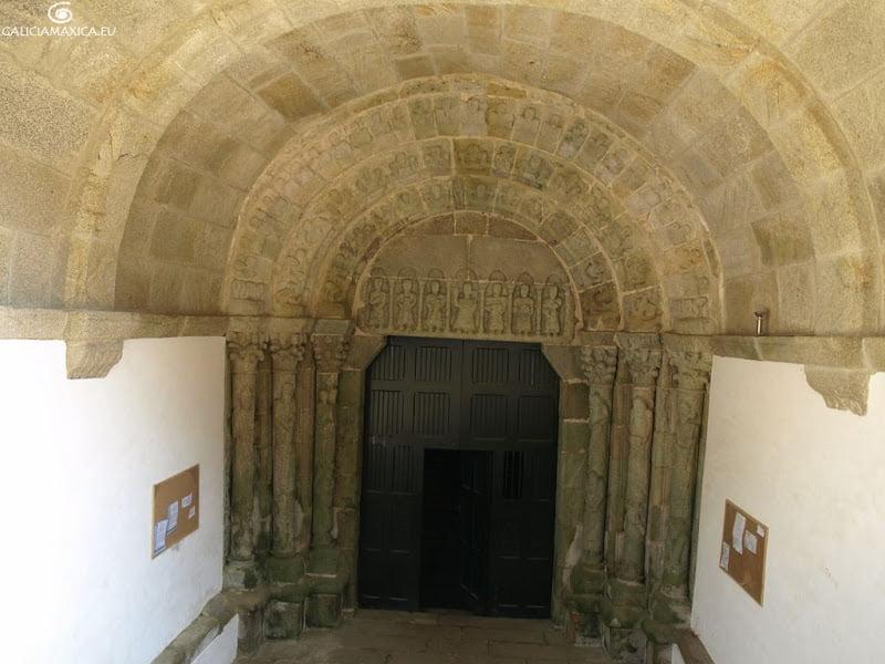 Portada del monasterio de Moraime