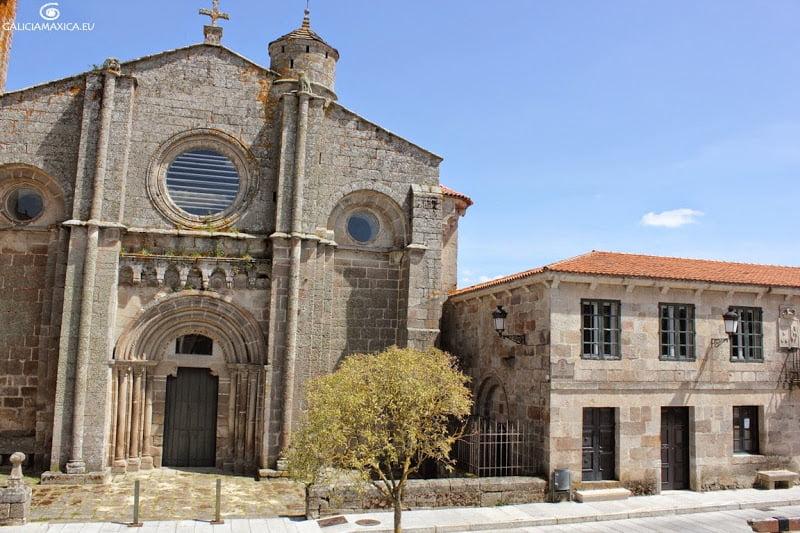 Fachada del monasterio de Xunqueira de Ambía