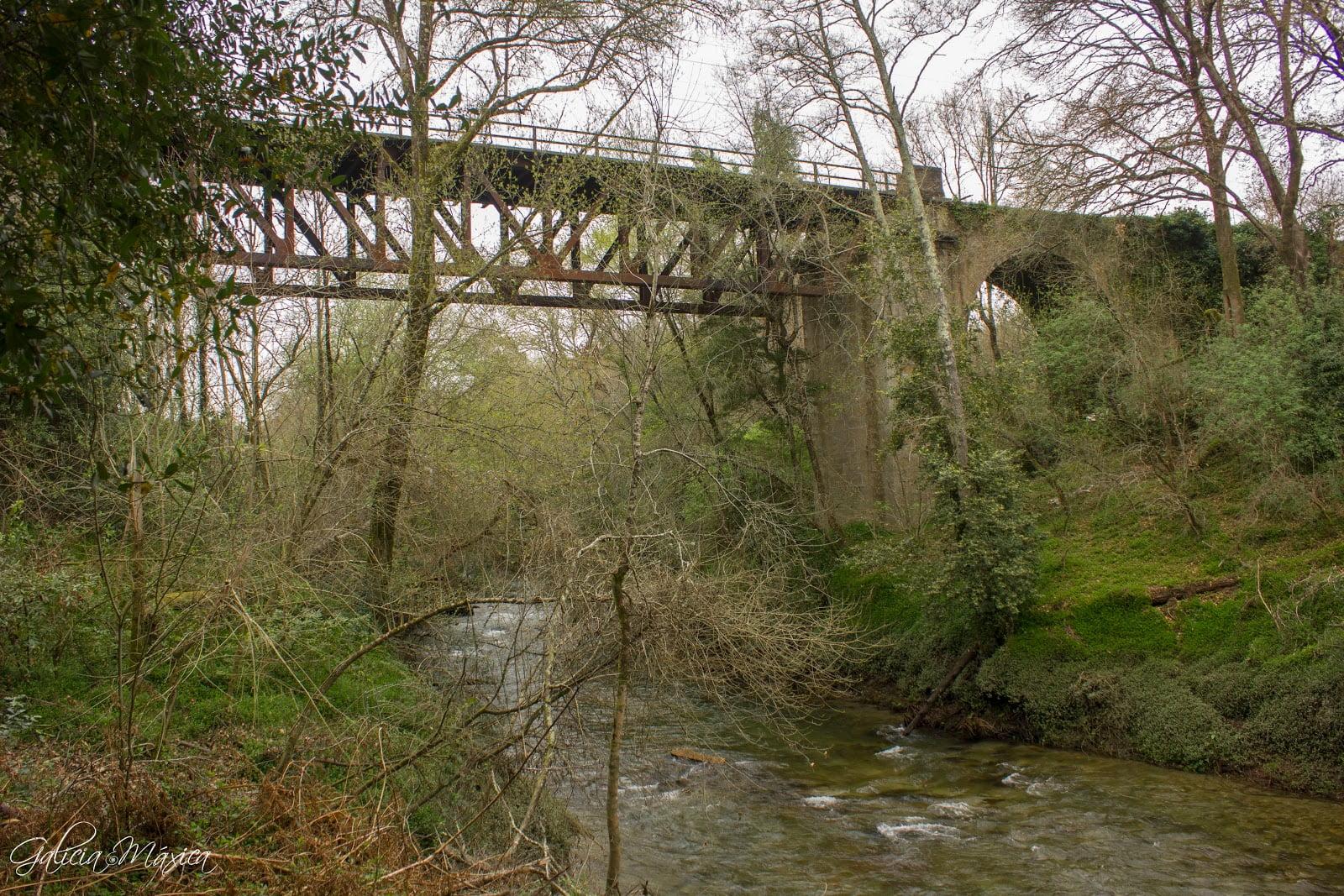 Puente del ferrocarril de la línea Ourense-Vigo de 1881