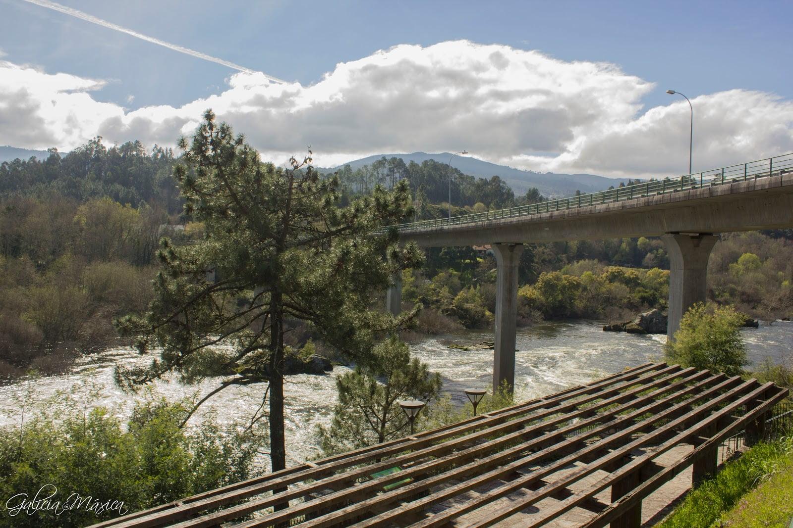 Mirador del Miño y puente internacional que une Arbo y Melgaço