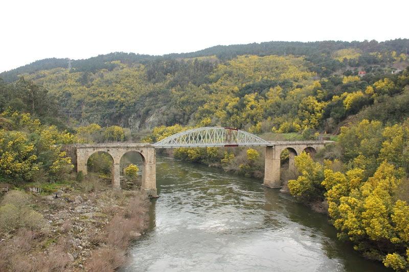 Puente de Castrelo de Miño