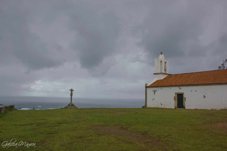 Cruceiro y capilla