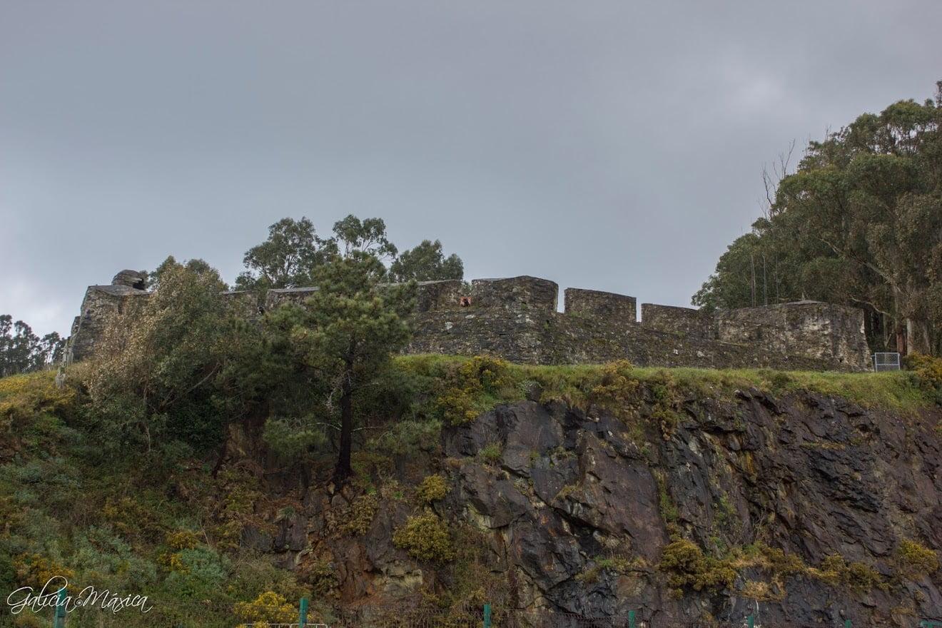 La fortaleza desde el puerto de Cedeira