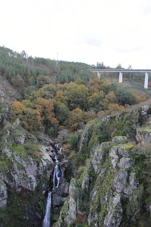 El puente del AVE unos metros más arriba