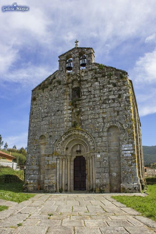 Fachada de la iglesia de Herbón