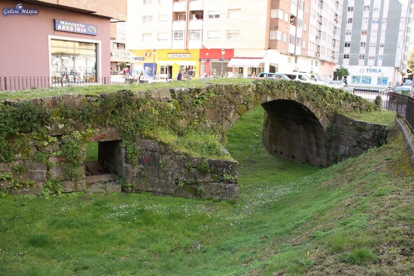 Puente de Castrelos sobre el Lagares