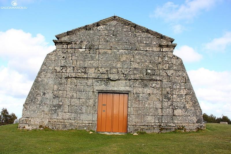 Portada iglesia Monte do Faro